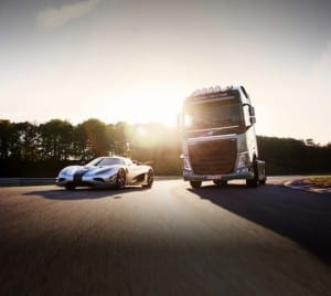 La sfida impossibile Volvo FH vs Koenigsegg One1